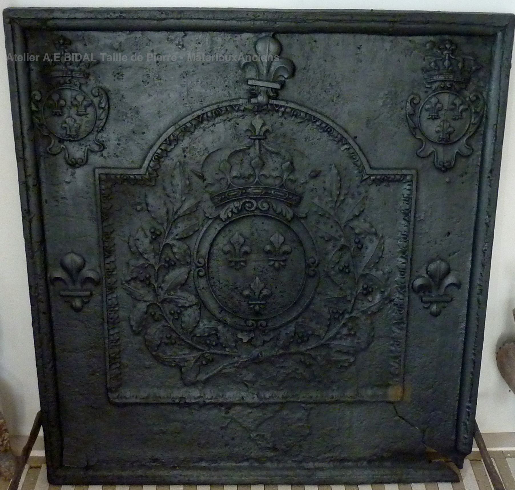 cast iron fireback essential accessory for your fireplace. Black Bedroom Furniture Sets. Home Design Ideas
