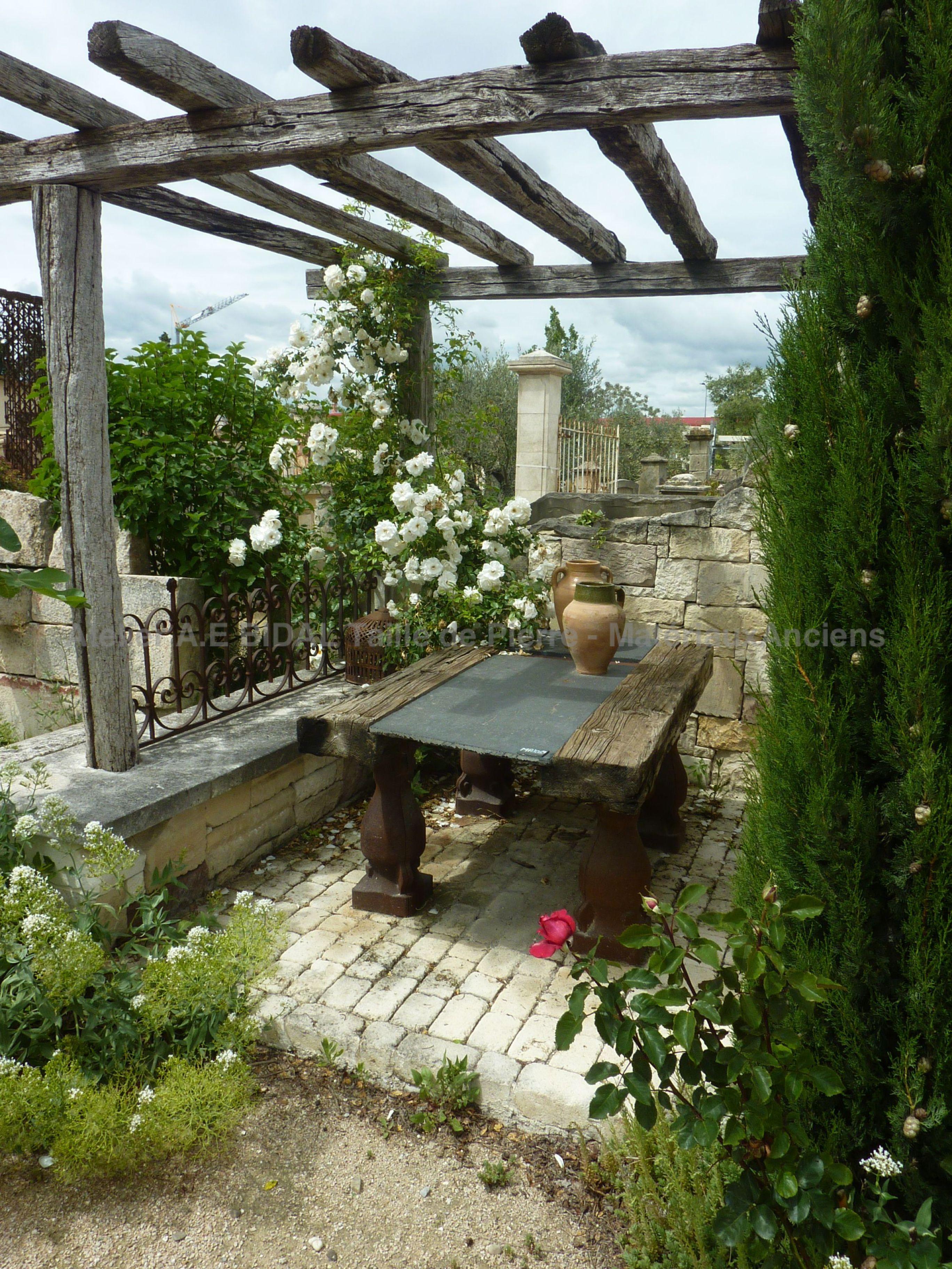 les conseils de bidal pour d corer son jardin avec des objets anciens. Black Bedroom Furniture Sets. Home Design Ideas