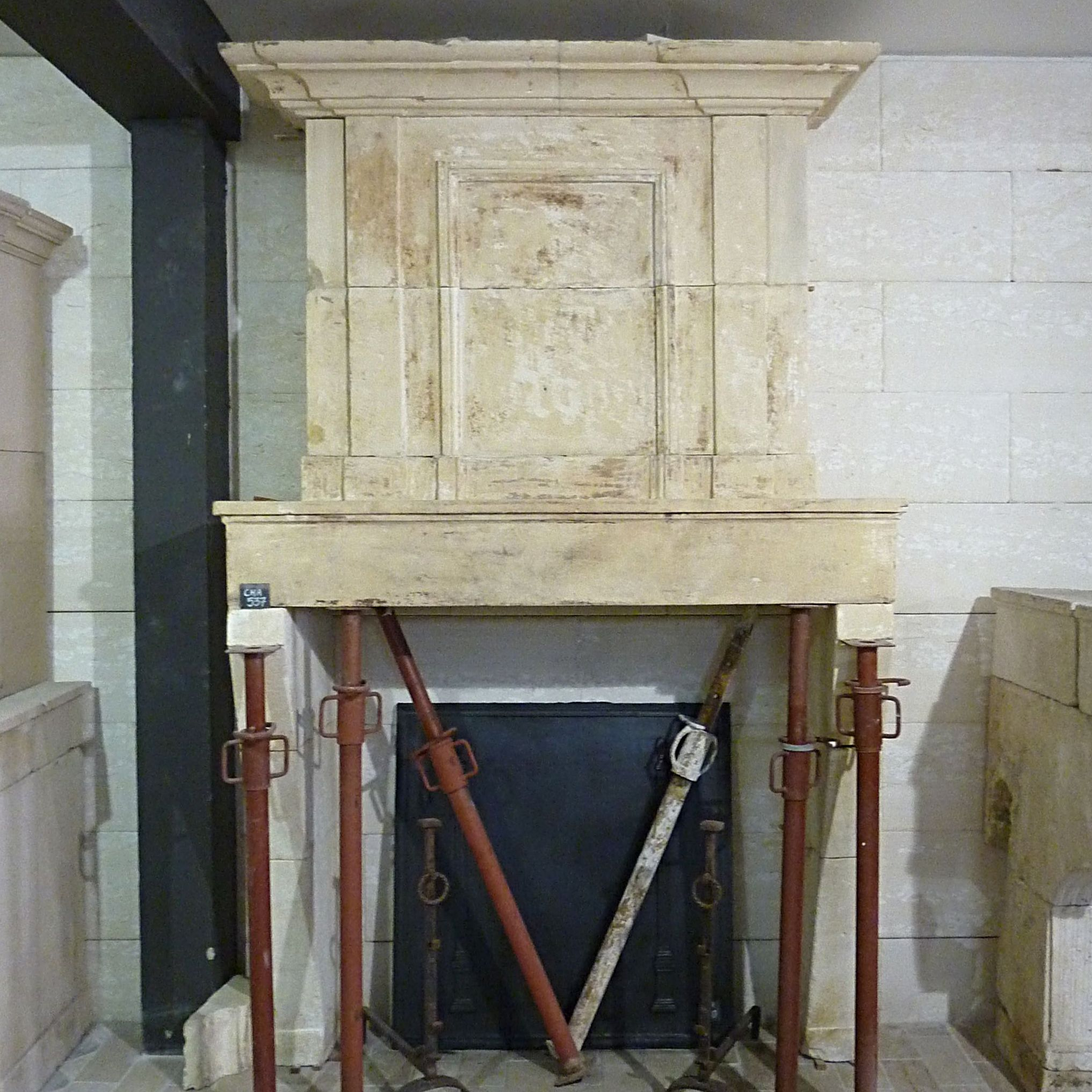 Antique French fireplace with overmantle - An authentic Louis 16 fireplace in excellent condition.