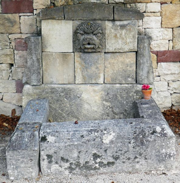 Outdoor fountain with rectangular basin | Garden fountain with a nice sculpted mascaron to decorate a water point in a garden.