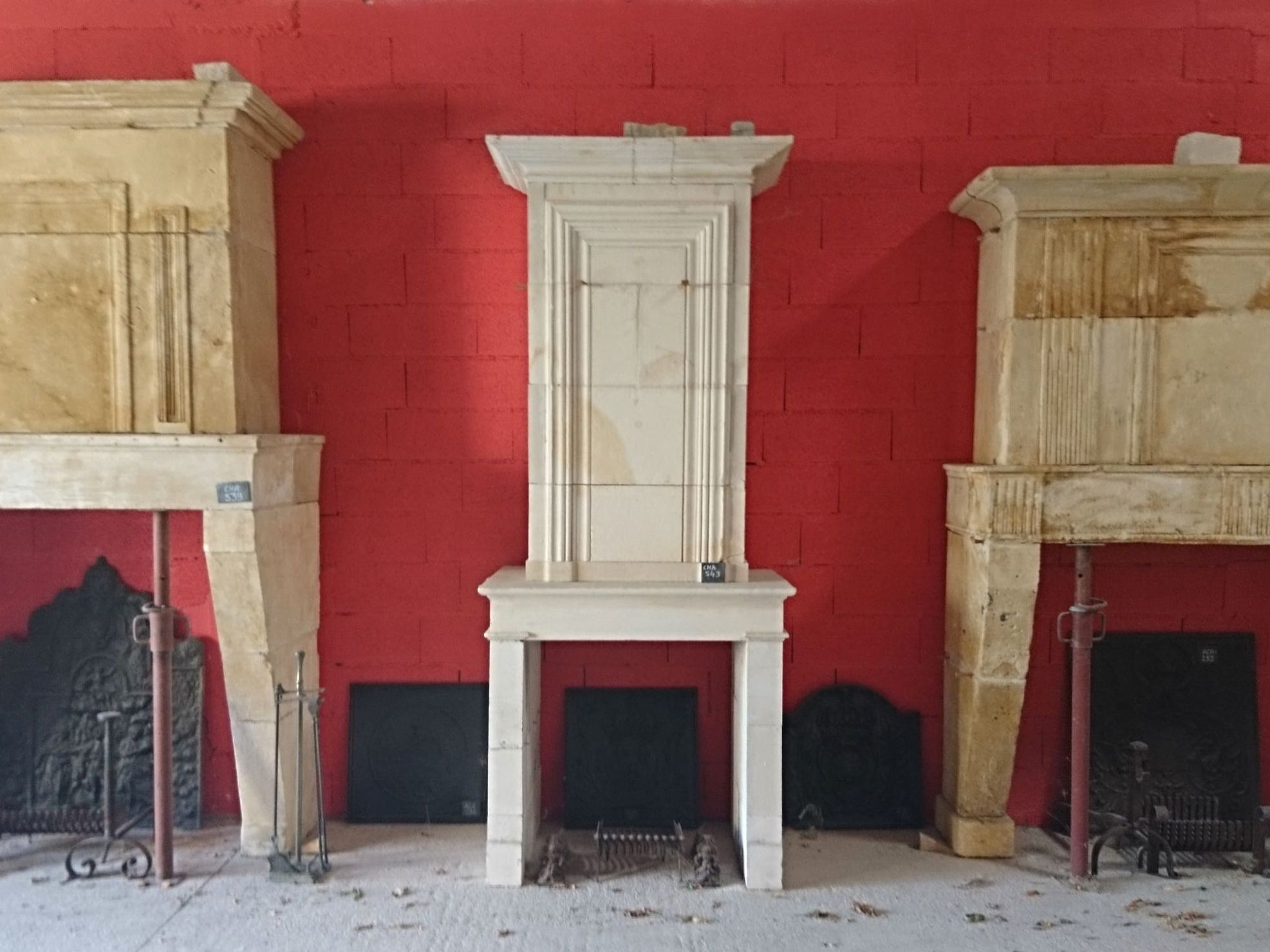 Come and discover our wide range of antique fireplaces from Alain Bidal in Provence.