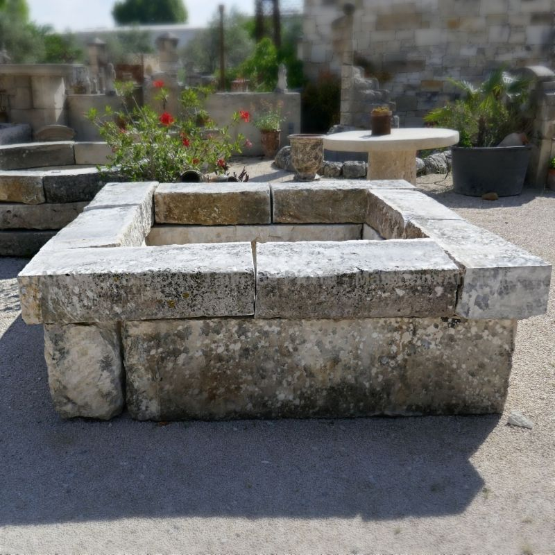 Handcrafted basins and ponds in natural stone for the decoration and landscaping of your garden.