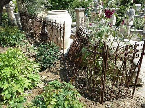 Railings, guard-rails and balustrades in wrought iron - Antique Materials Alain Bidal in Provence.