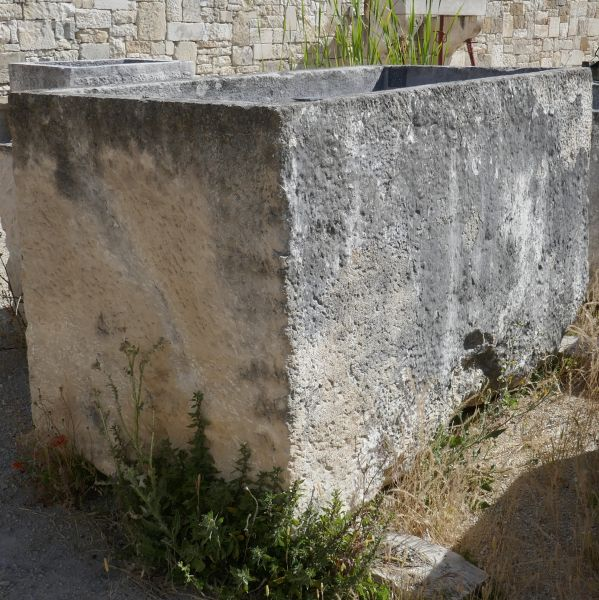 Large and rustic stone trough - antique rectangular basin in patinated stone.
