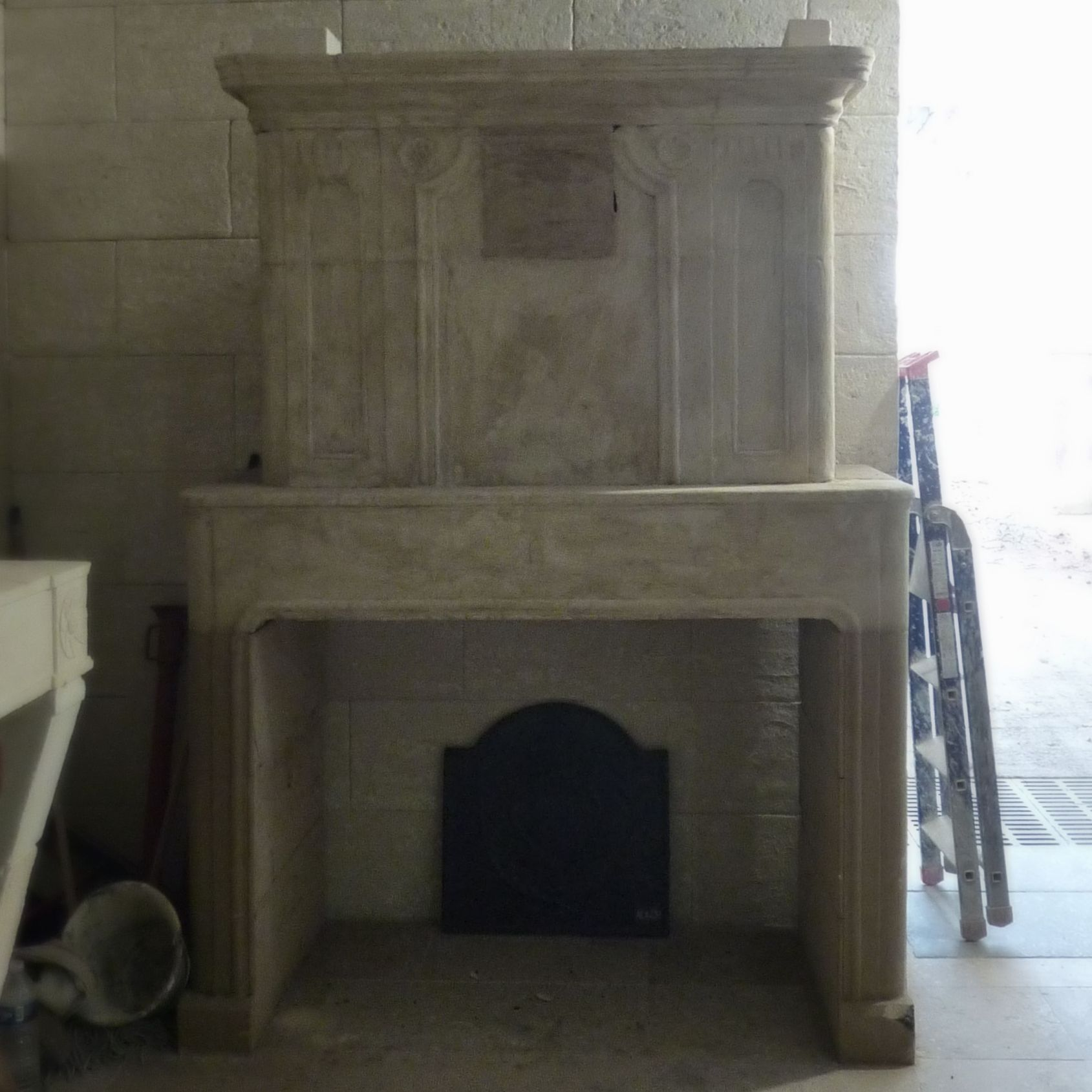 Old fireplaces for sale in Provence : ancient fireplaces in natural stone, fireplaces for all tastes and for all budgets!