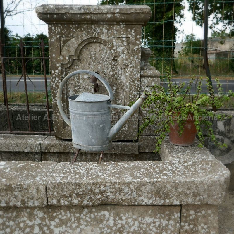 Provencal garden fountain in aged stone | Alain Bidal Antique Materials.