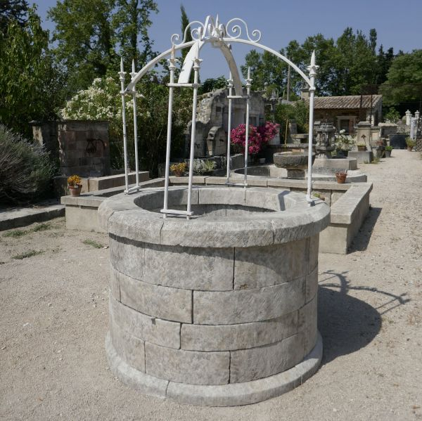 Stone garden well | Round well in stone and its scrap-top for sale in Provence at Alain BIDAL.