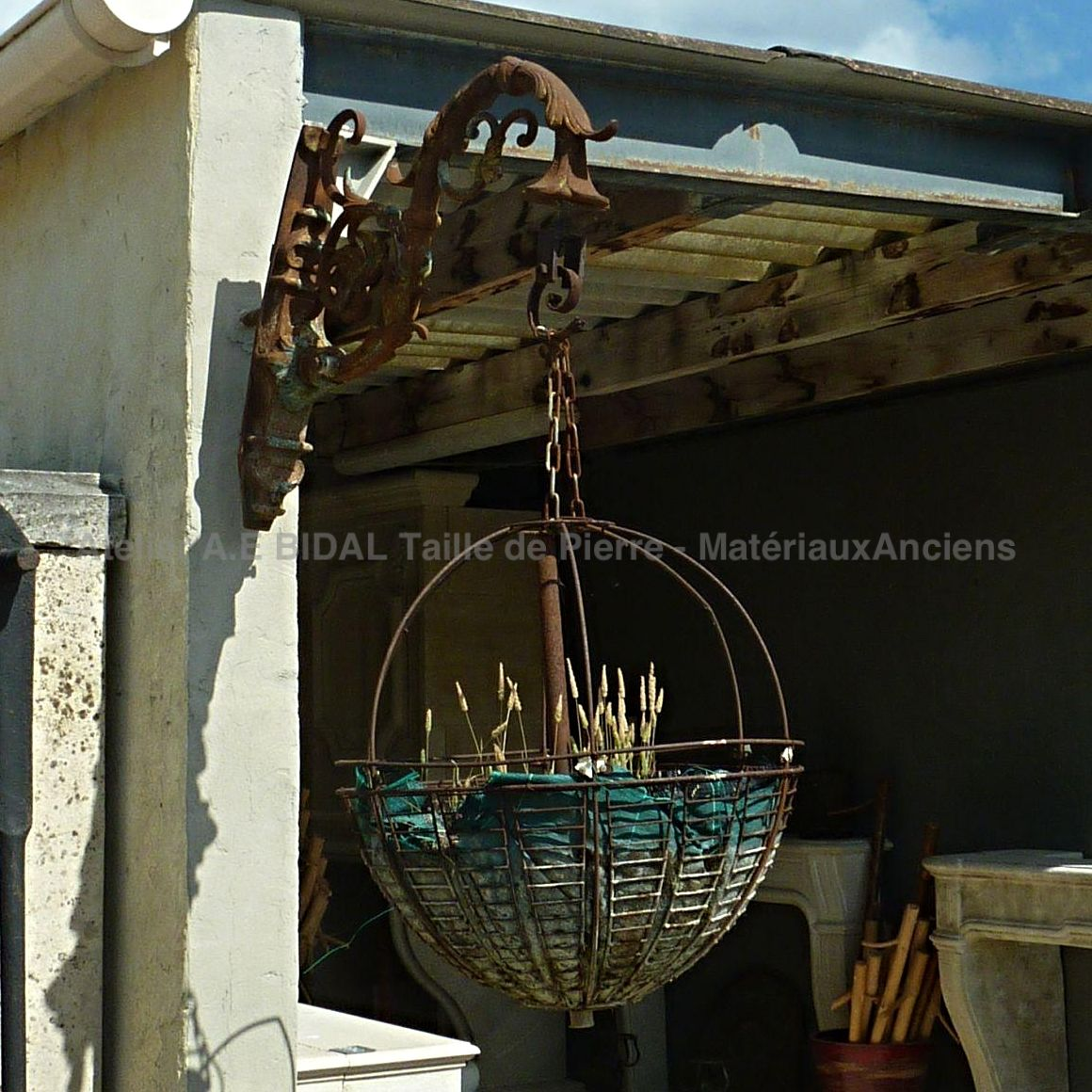 Wrought iron planter - decorative objects made of old materials.