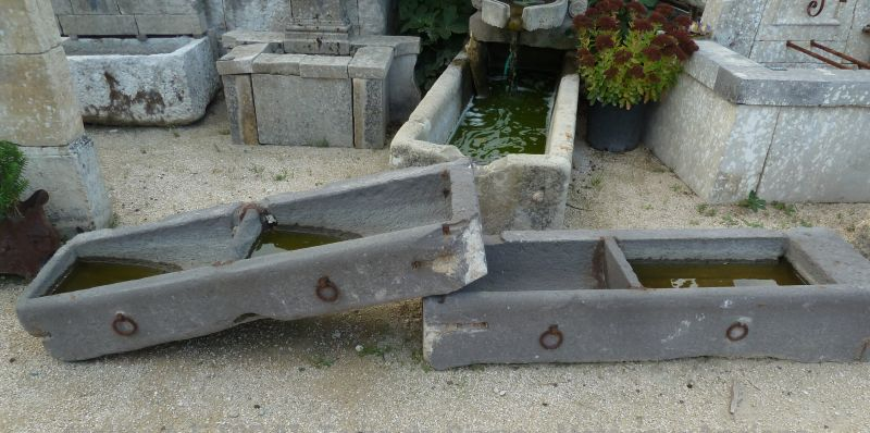 Superb stone basin to decorate the garden or a stable.