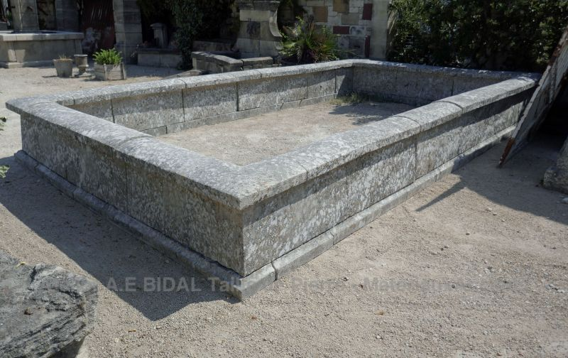 Beautiful outdoor basin for a unique garden decoration | Stone basin for sale in Provence at Alain BIDAL.