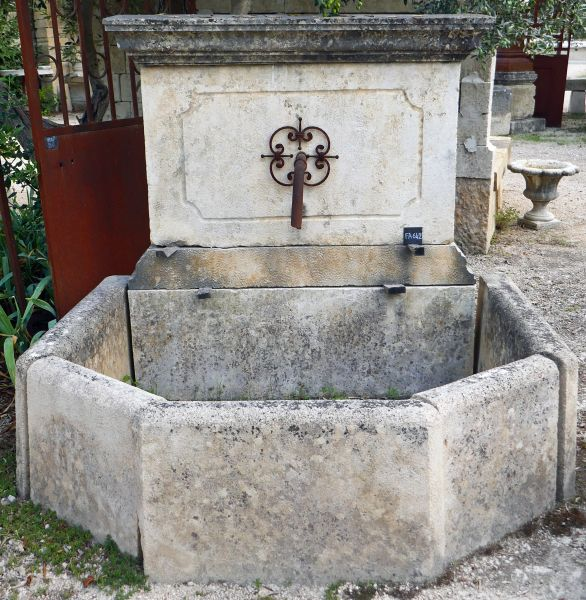 Large garden fountain in stone and metal - Alain Bidal Antique Materials in Provence
