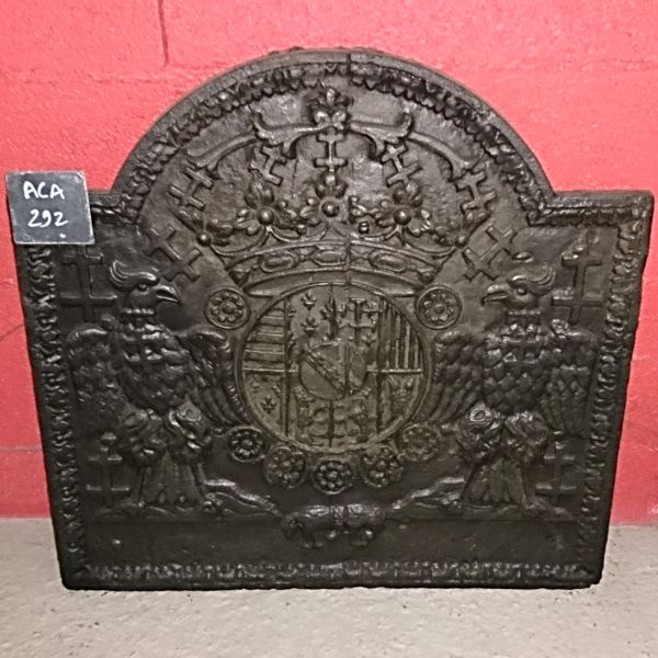 Antique Materials Alain Bidal ǀ French 18th Century decorative cast iron plate with coat of arms.