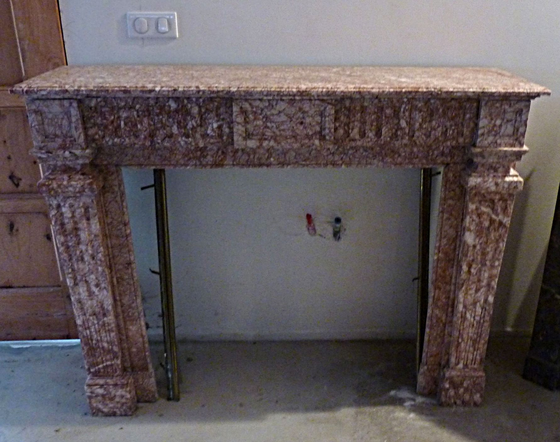 Pink marble fireplace - Old marble fireplace 100% French.
