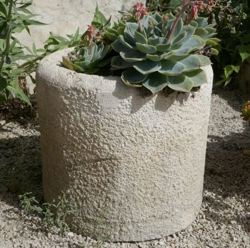 Beautiful circular stone basin - Old limestone planter