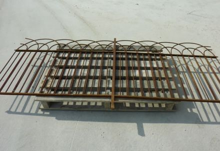 Beautiful old raillings / beautiful old grid - sale by lot.