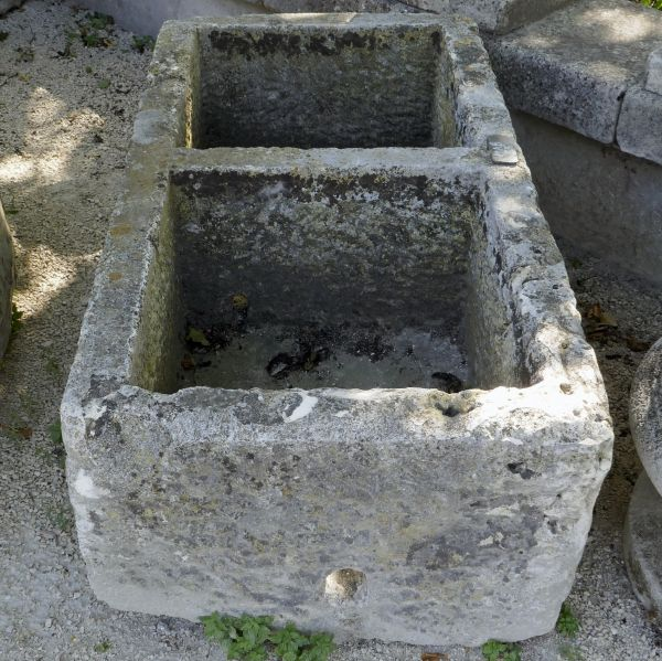 Beautiful and authentic old rectangular basin - Stone trough