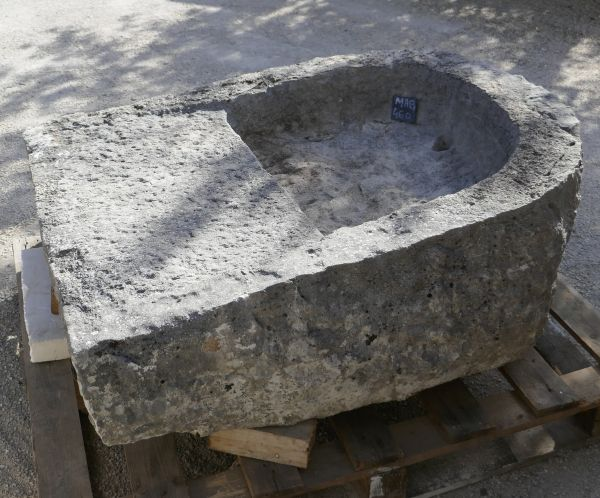 Antique massive stone trough : a former laundry sink in stone on sale at Alain BIDAL, Provennce.