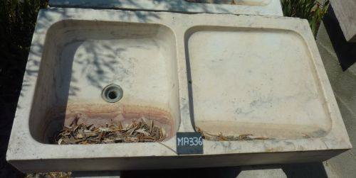 Pretty old sink - old sink that can be adapted to a kitchen or bathroom inside / outside.