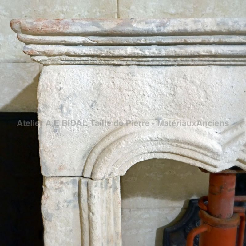Detail of the lintel and the shelf on our Louis XV mantel in stone | Antique Materials Alain BIDAL.