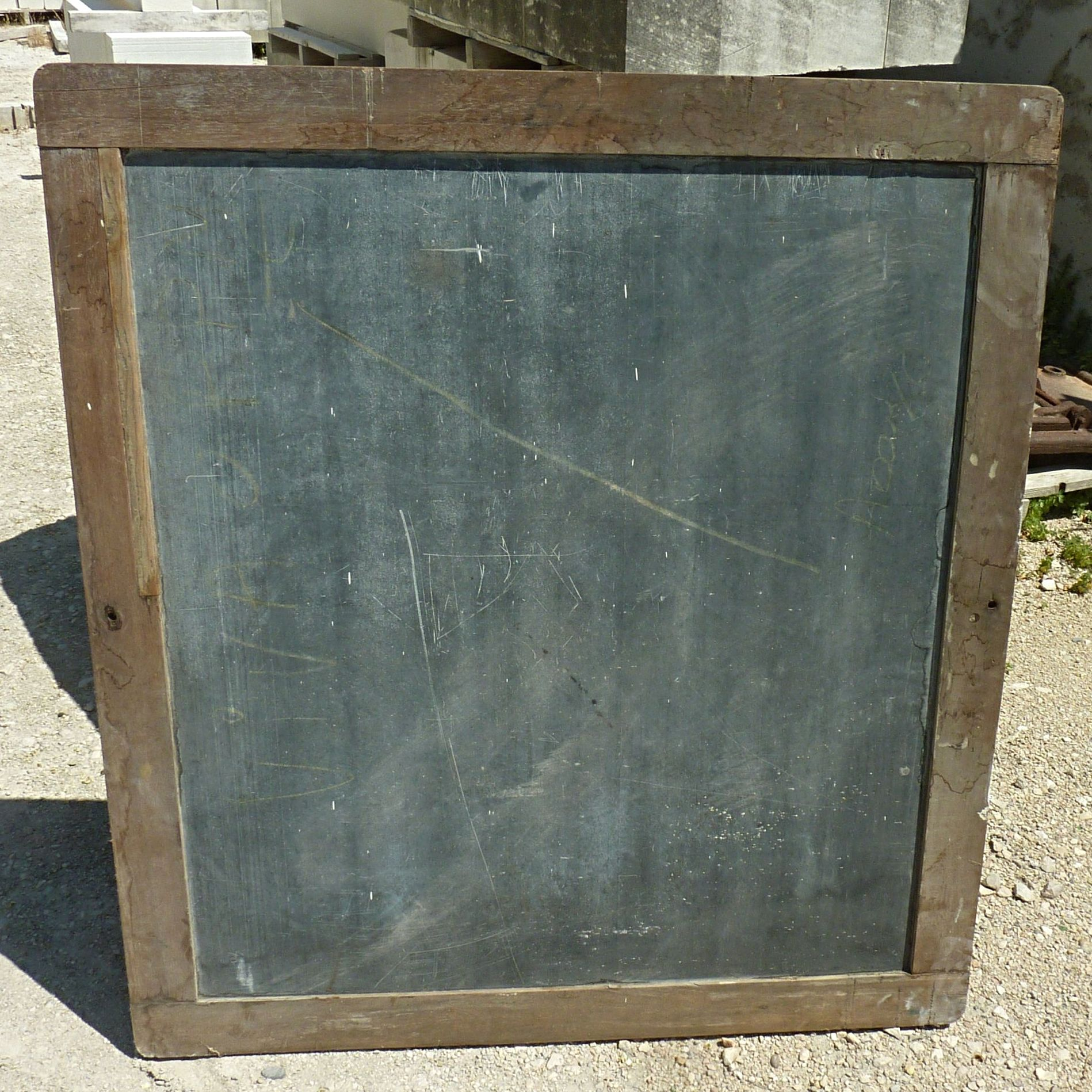 This antique large chalk wall slate is the ideal object to write all your messages !