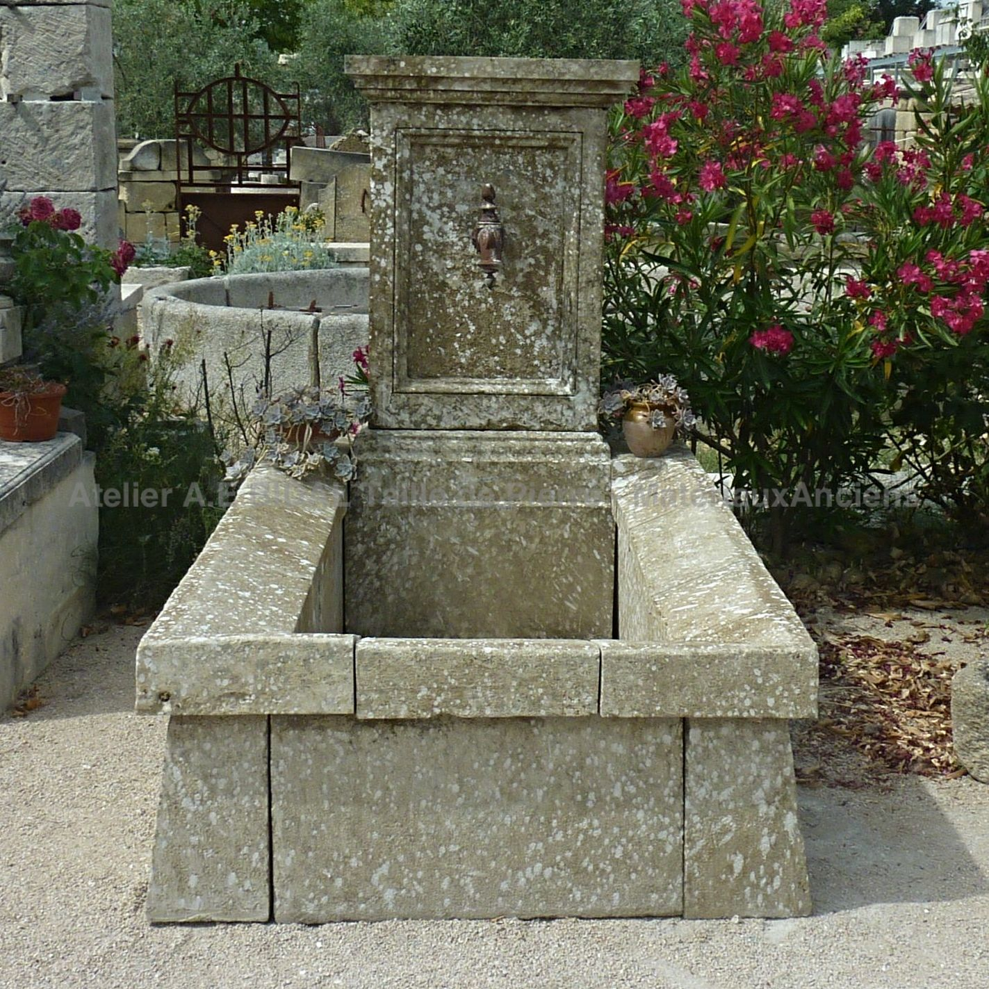 Arrange and beautify your garden with a fountain in old stones from Bidal.