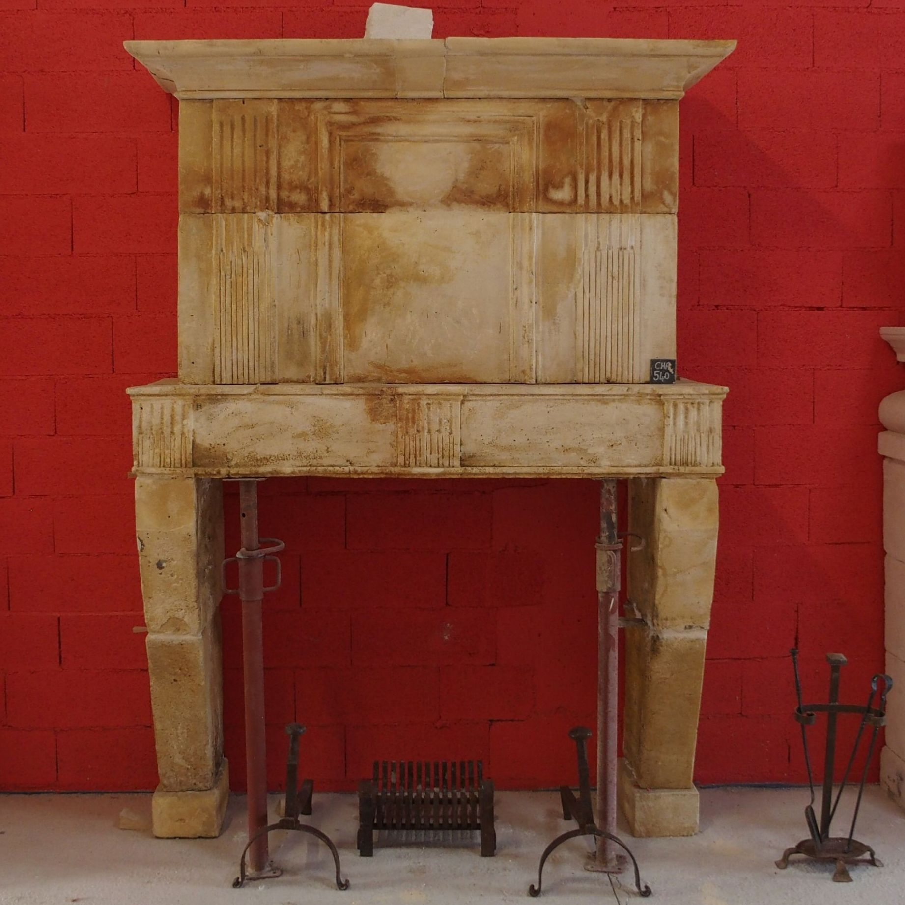Old stone fireplace with an exceptional cachet - Louis XVI. fireplace with overmantle.