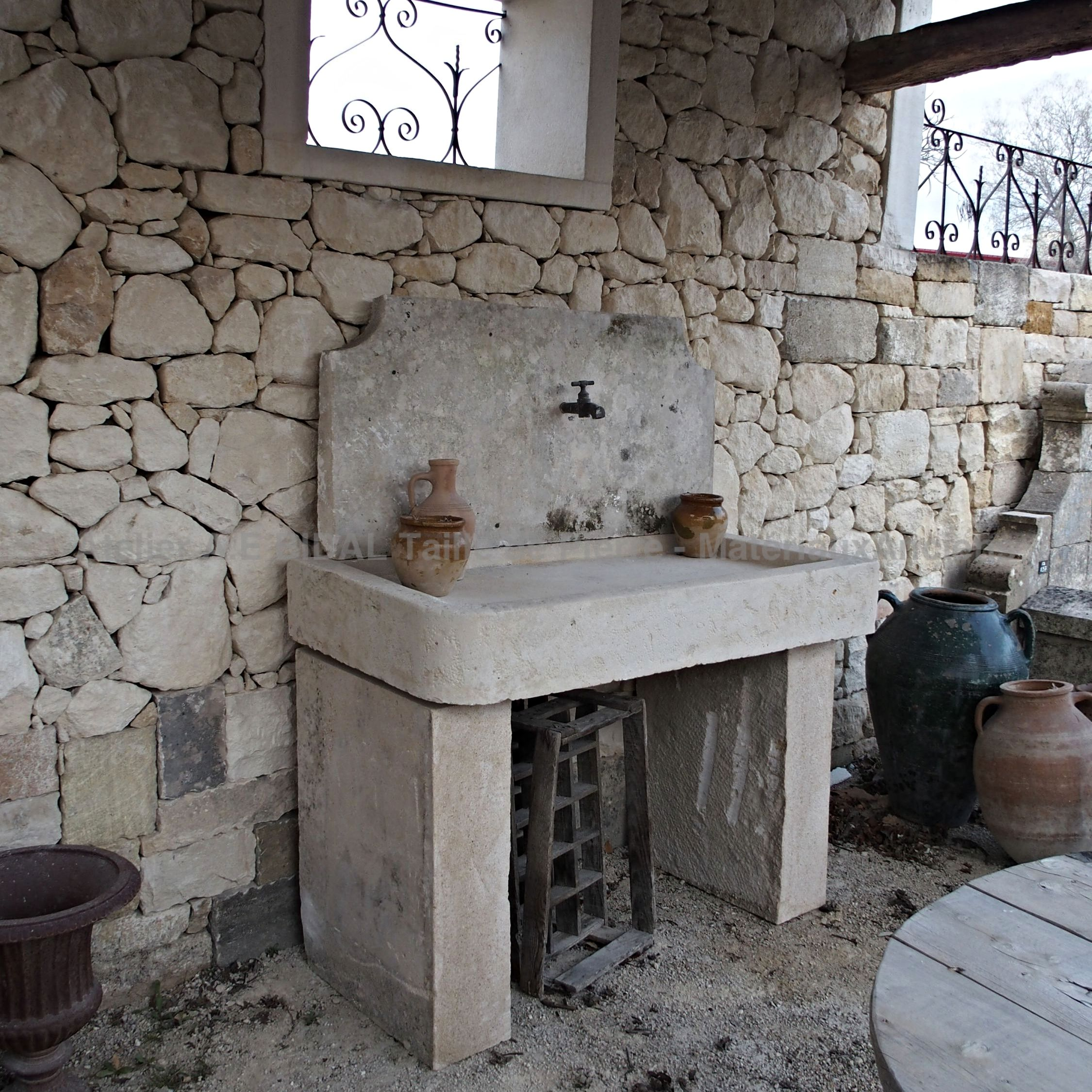 Summer kitchen made of natural stone - a summer kitchen a little over 1m50 high for 1m30 wide.