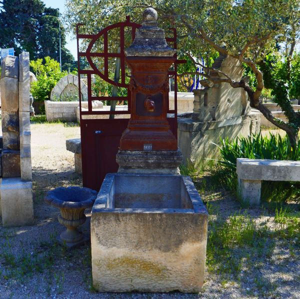 Antique garden fountain for sale at Alain BIDAL Antique Materials in Provence