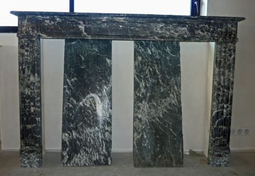 Antique black marble mantle for sale at Alain Bidal Antique Materials in Provence.