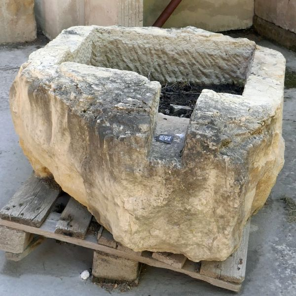 Rectangular atnqiue trough in stone with drainage - Old stone basin.