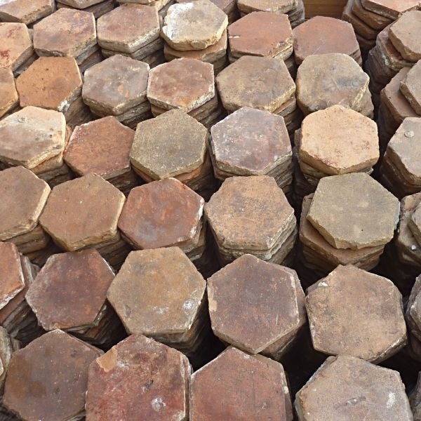 Antique hexagonal terracotta tiles ǀ Ancient materials Alain Bidal