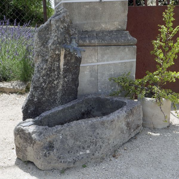 Small fountain of Provence in stone - Atelier Alain BIDAL, stonemason in Isle sur la Sorgue