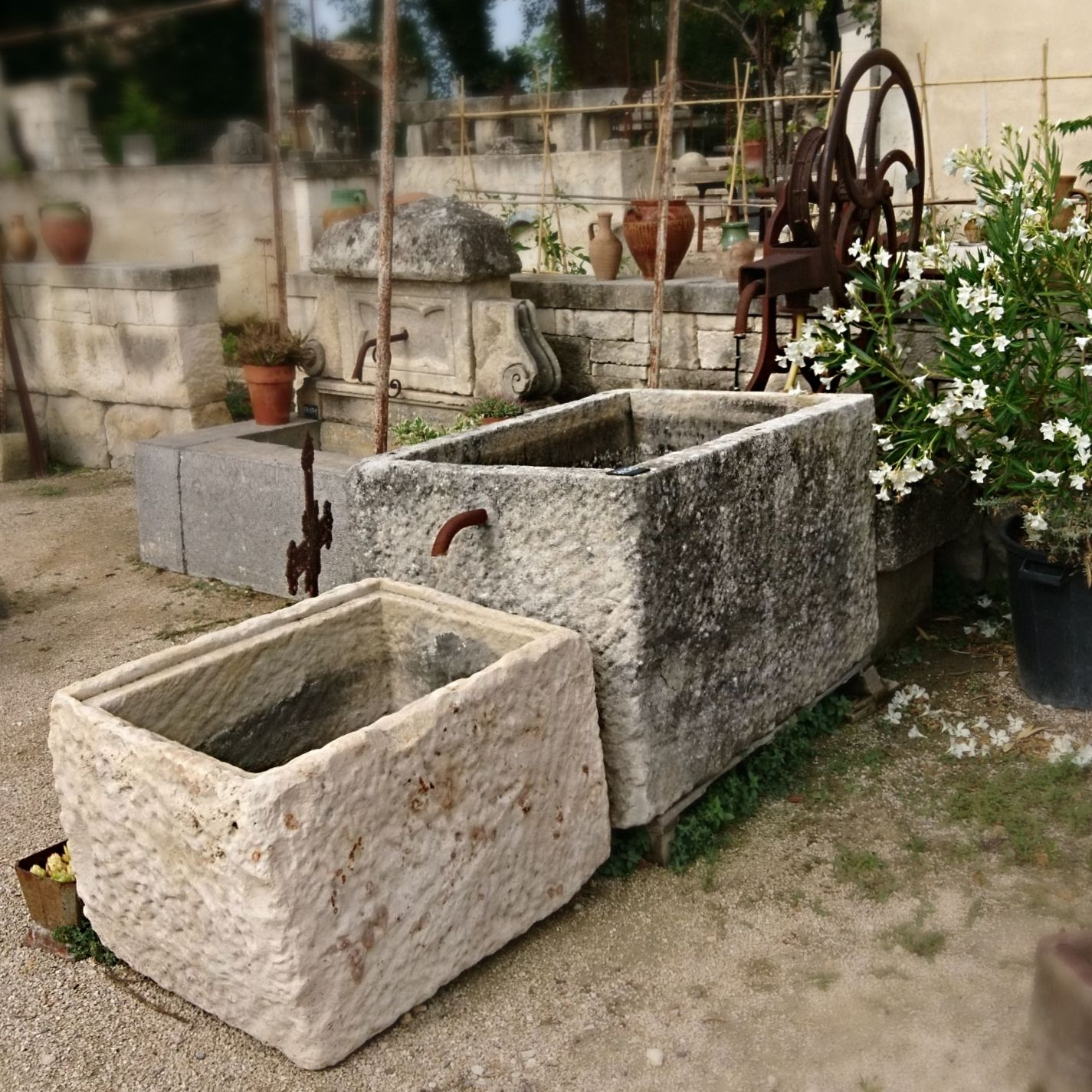 Large garden fountain | Outdoor fountain with 2 antique troughs and an original look.