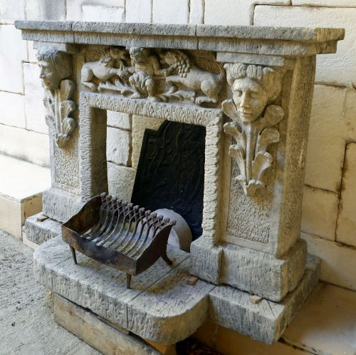 Antique fireplace by Alain BIDAL Antique Materials in Provence