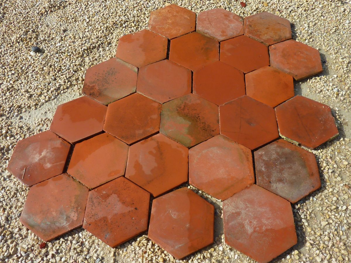 Reclaimed tomettes in Terra Cotta