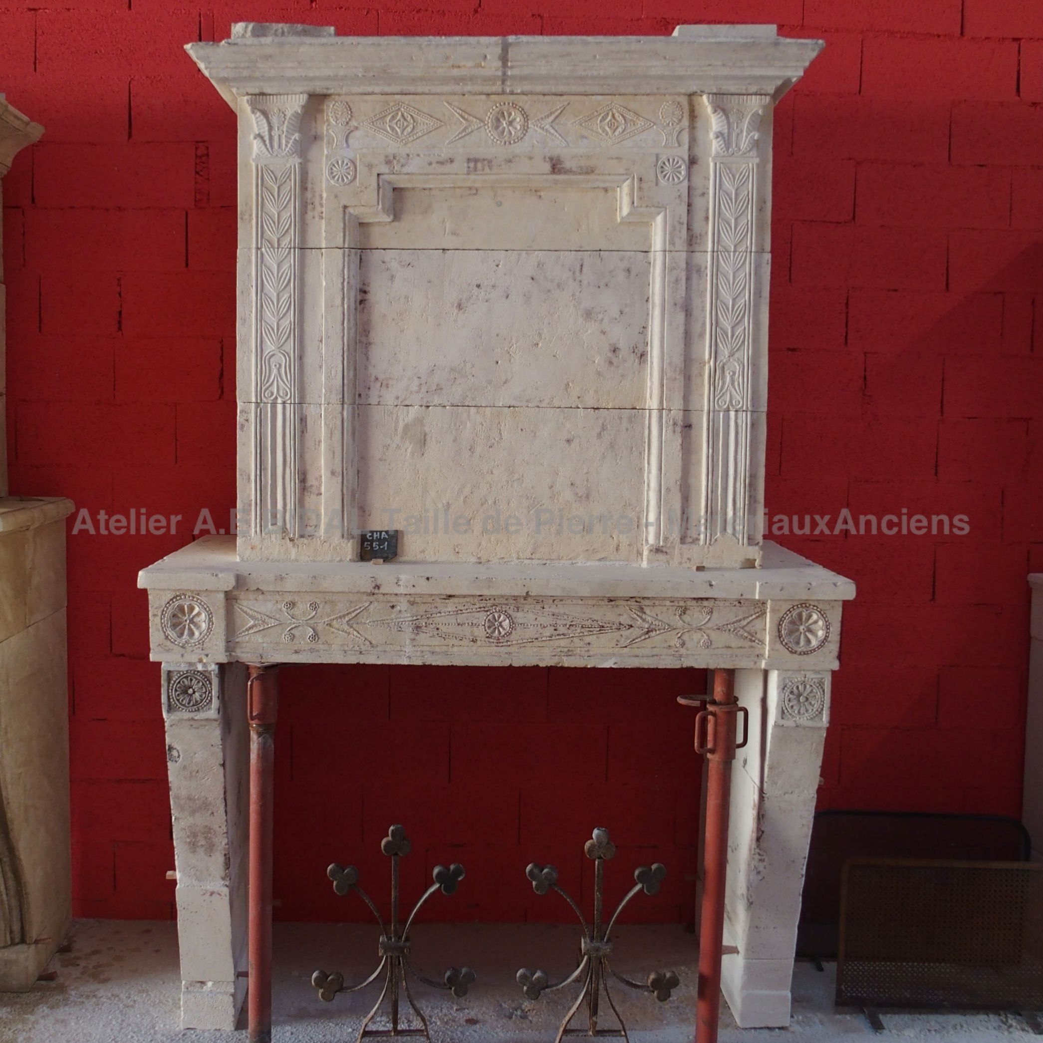 Louis XVI fireplace made of Richemont stone: an authentic French stone.