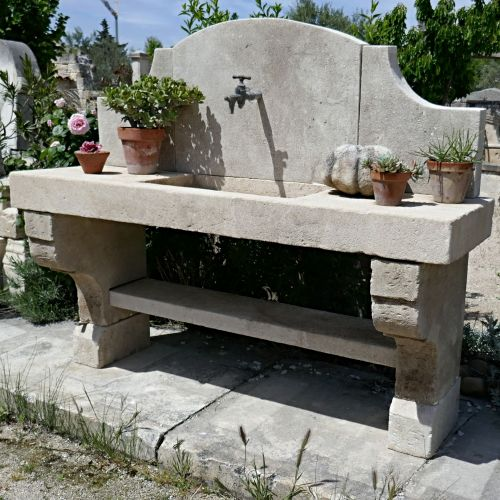 Outdoor stone kitchen to discover in Provence at Alain Bidal's Atelier.