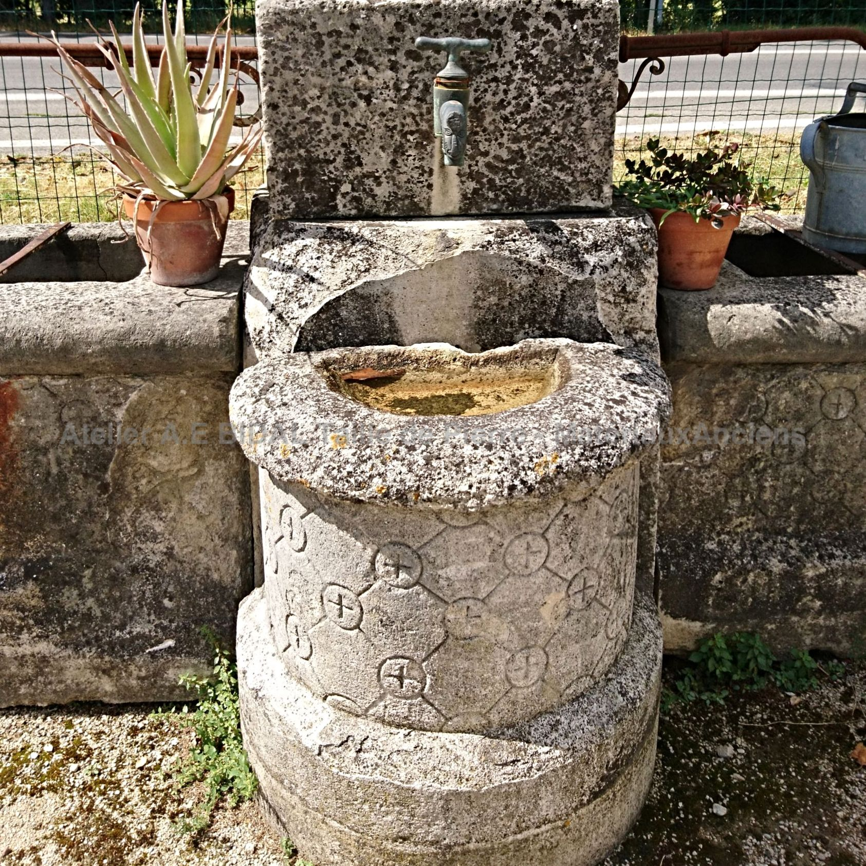 Antique stone fountain | Beautiful village fountain in stone for sale in Provence.