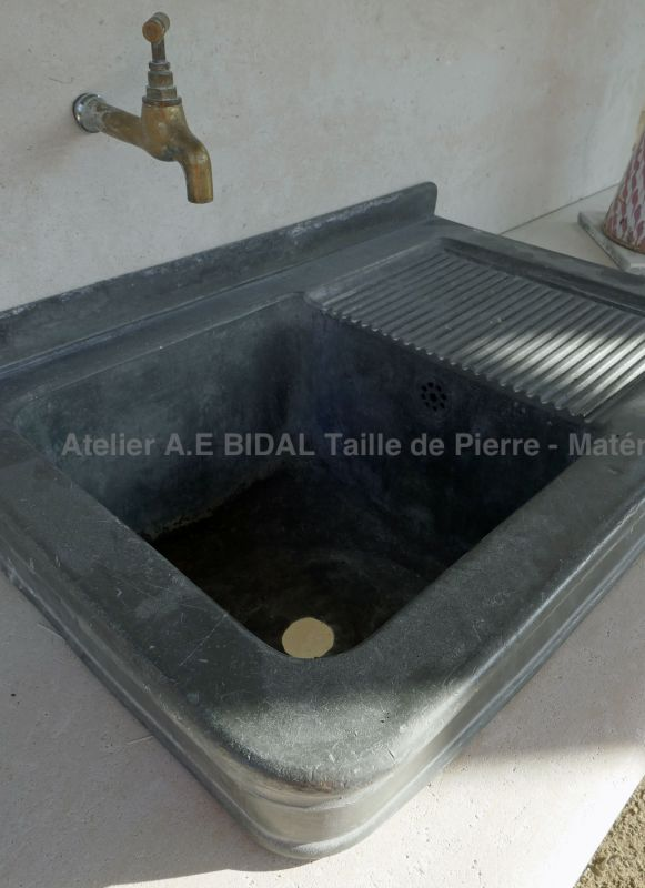 Old tin sink on our outdoor stone kitchen - Atelier Alain Bidal