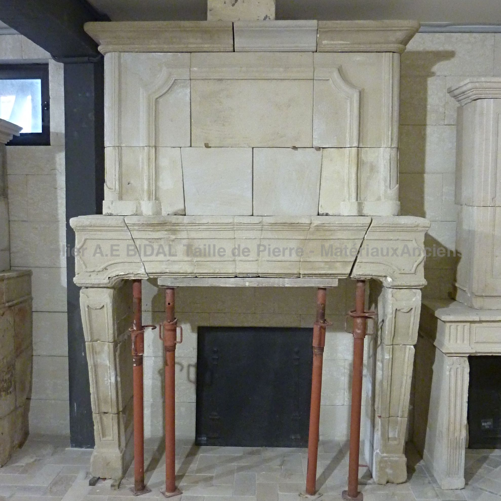 Alain BIDAL: recovery, renovation and sale of antique Louis XIV stone fireplaces.