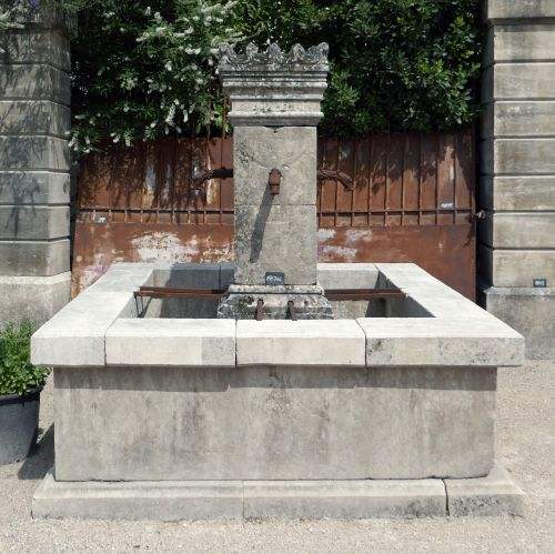 Antique central stone fountain | Garden fountain with basin in reclaimed materials.