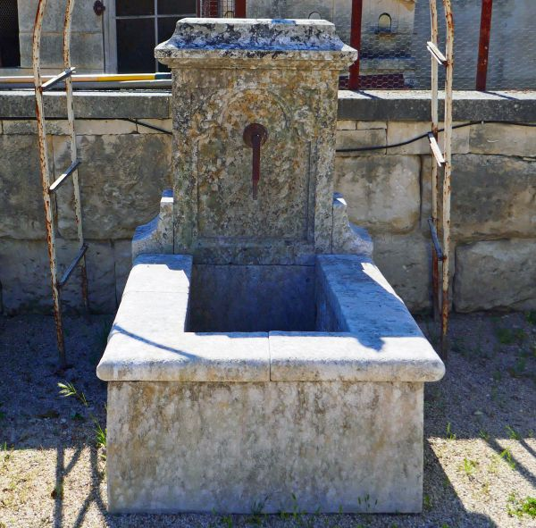 Antique stone fountain by Alain BIDAL Antique Materials in Provence.