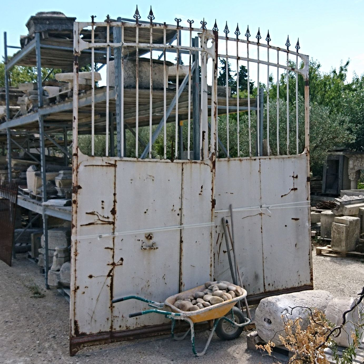 Antique gate : an old wrought iron gate with an old gate for easy access when you enter your property on foot or by bicycle.