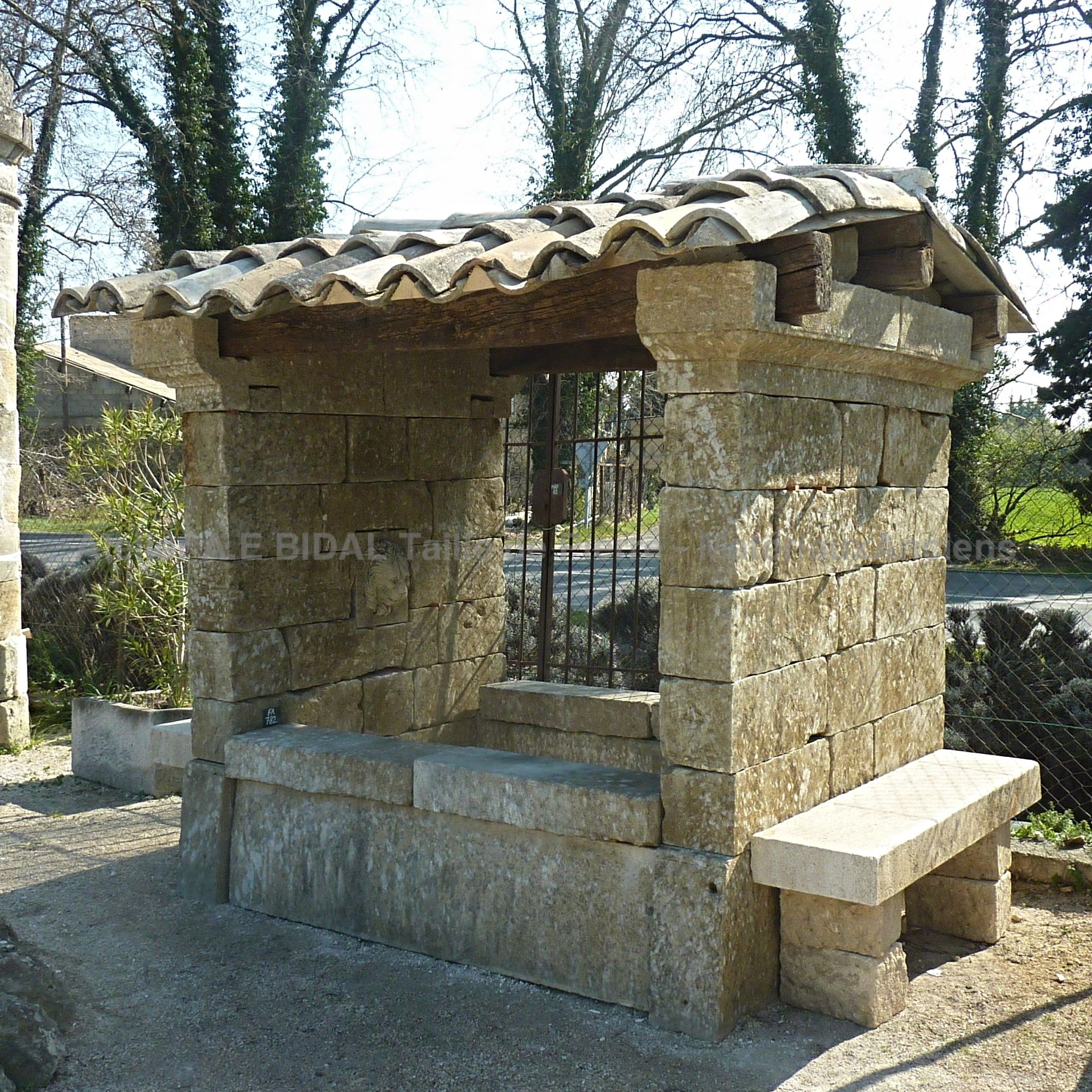 Large stone fountain | Old fountain of Provence | Stone wash house from Provence.