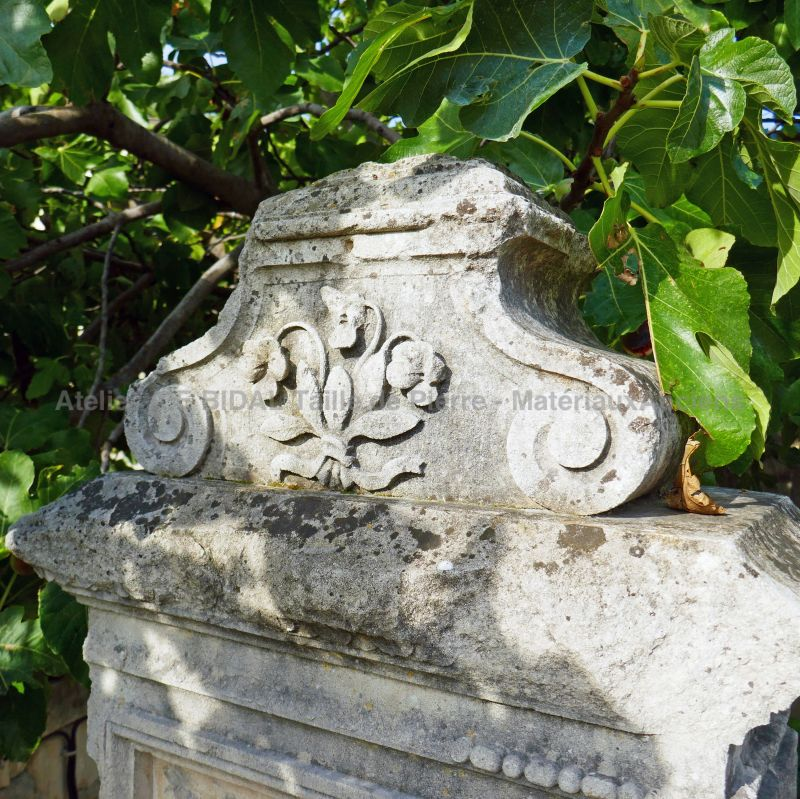 Detail of the finely sculpted cornice on our old stone fountain by Alain BIDAL Antique Materials in Provence.