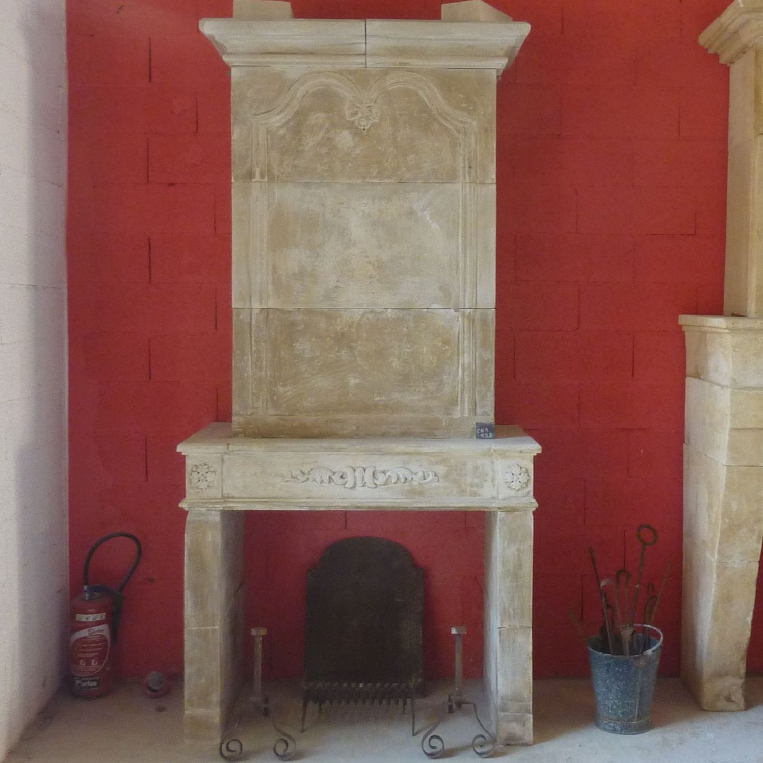Beautiful old fireplace made in our workshops located in the South of France.