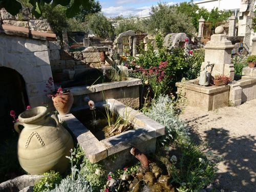 Fountains, water and Provence have always been closely linked : Alain Bidal knows it and shows it to you !