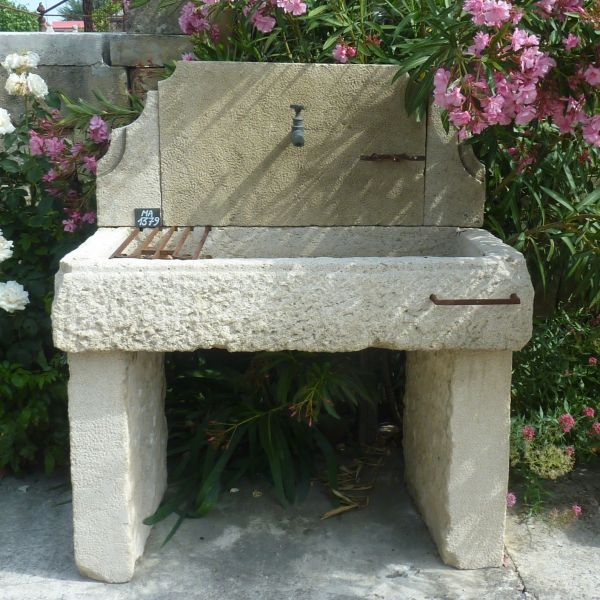 Beautiful sink in stone and other reclaimed materials | Antique stone sink for summer kitchen or garden.