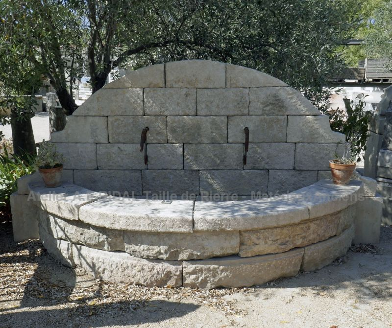 The Atelier Alain Bidal, experienced stonecutter, offers a wide choice of stone fountains for your garden.