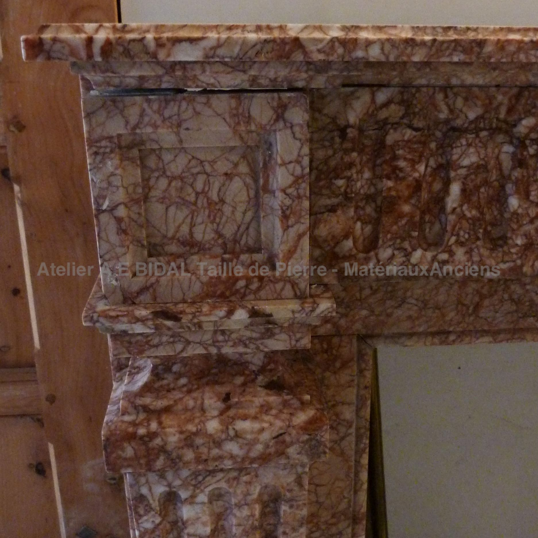 Beautiful old fireplace: pink marble fireplace from the 19th century.